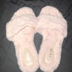 Light Pink faux fur slides! 💞✨